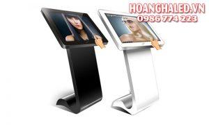 Màn hình LCD quảng cáo chân quỳ 32 inch